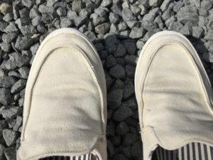 浸け置きした後にブラシで擦ったで干した靴