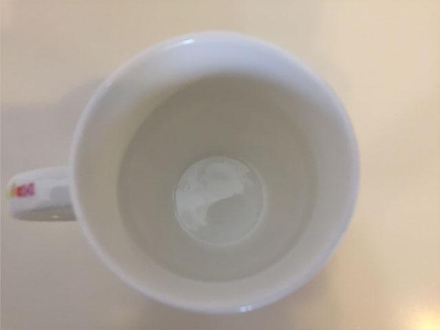 汚れの取れたコップ
