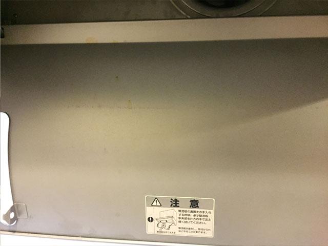 掃除前の換気扇の内側