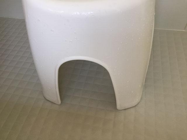 掃除後のお風呂の椅子
