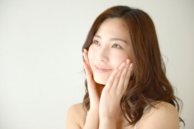 美肌菌ケアをする女性