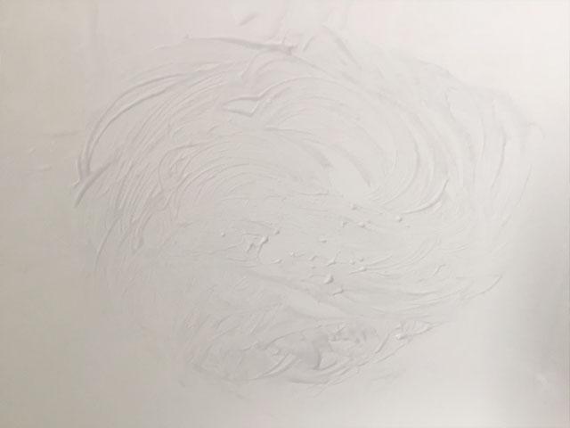 円を描くように擦る