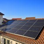 太陽光発電をする家